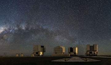 Paranal at night